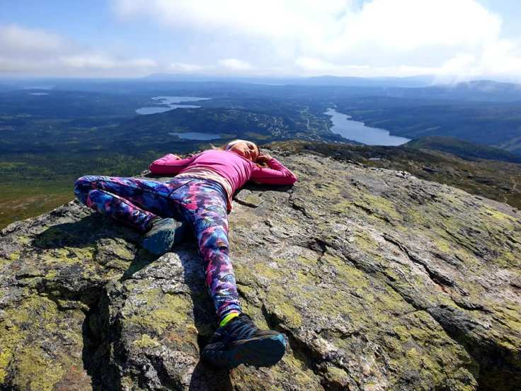 Matilda takes a rest in the middle of mountaineering at Åreskutan.