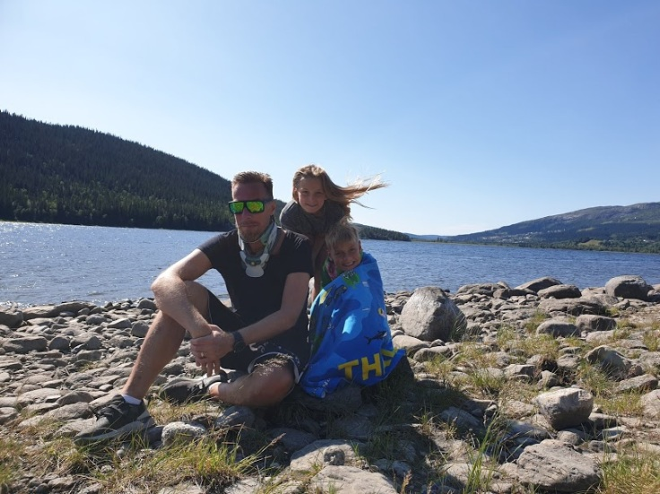 Fredrik, Tom and Matilda enjoying Åre lake.